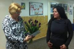 Kerstin Kircheis überreicht Blumenstrauß des Monats an unsere Jacqueline