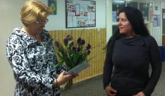 Kerstin Kircheis überreicht Blumenstrauß des Monats, 10.02.2014